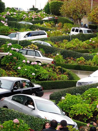 Lombard Street Courbes et virages San Francisco en Californie Banque d'images - 33139435