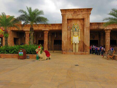venganza: JOHOR MALAYSIA  - NOVEMBER 11:  Egyptian Pharaohs Revenge Land of Adventure LEGOLAND Malaysia Theme Park November 11, 2014  in Johor, Malaysia Editorial