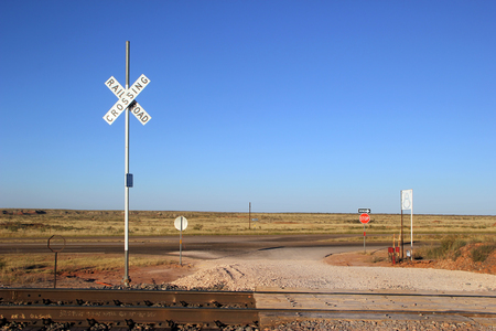 ferrocarril: Railroad Crossing and Tracks at New Mexico USA