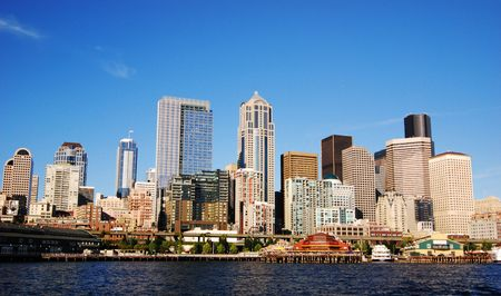 elliot: view of Seattle downtown skyline on a sunny day