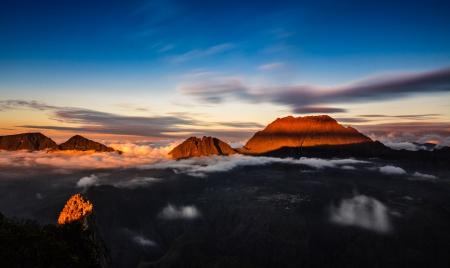 山レユニオン島の夕日 写真素材