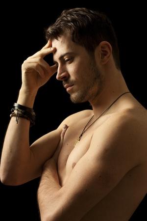 Junger Mann nackt Nachdenken über eine Lösung, isoliert auf schwarz Standard-Bild - 11641158