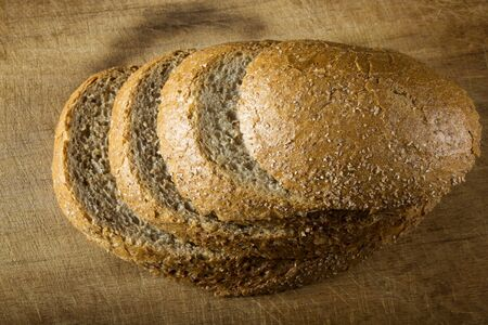 campagne: Rustic loaf. Shallow DoF, focus on the bread slices Stock Photo