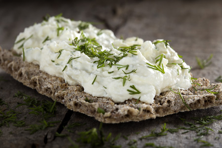 Crispbread with cheese cream made with onion and dill