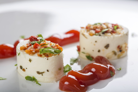 legumbres secas: Delicious cheese appetizers with dried vegetables and ketchup