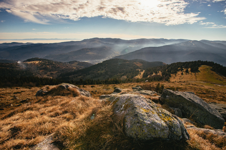 View from top of Le Honeck, Vosges mountains near Schiessrothried lake, France. It's slightly foggy in the valley 版權商用圖片 - 118624301