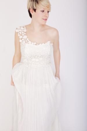 Genial Junge Kurzhaarige Blonde Mädchen Mit Brautkleid Lizenzfreie ...