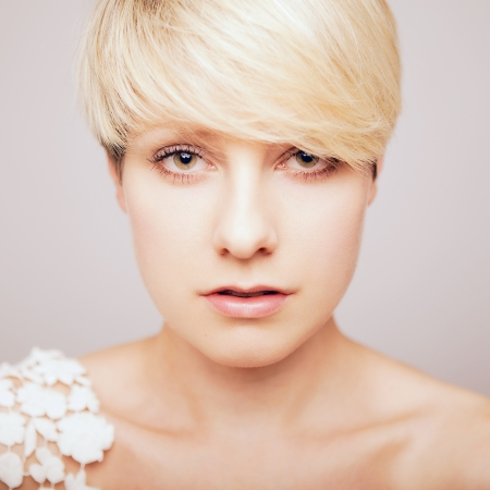 hair short: total de bella muchacha rubia joven en busca sexy
