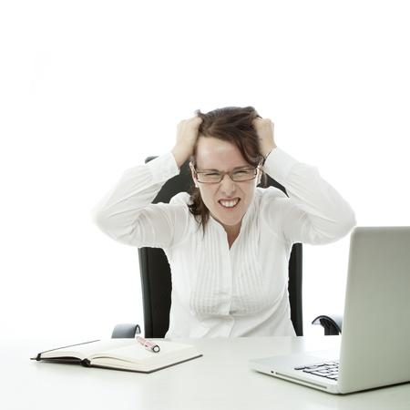 jonge brunette zakelijke vrouw met een bril wordt gefrustreerd Stockfoto