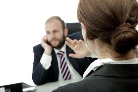 baard zakenman brunette vrouw op het bureau teken stil te zijn Stockfoto