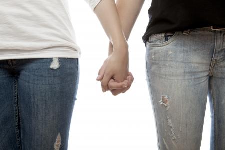 lesbienne: jeunes beaux blonds et roses filles à poil se serrer les coudes devant un fond blanc