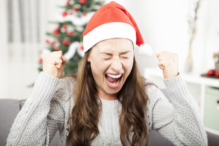 young girl is sad and frustrated about christmas so she screams Standard-Bild