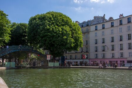 discovery of Paris and the banks of the Seine in summer, France 免版税图像