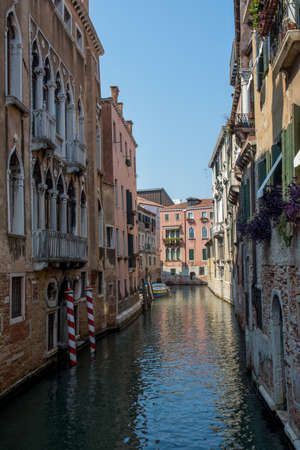 discovery of the city of Venice and its small canals and romantic alleys, Italy Stockfoto