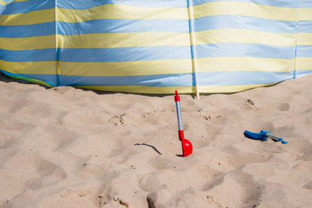 View of the shovel on the beach Imagens