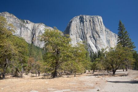 Typical view of the Yosemite National Park - El Capitan, Tunnel View, Bridalveil Fall, Half Done