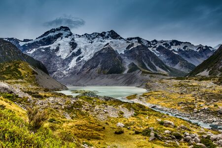 Glacial waters on Hooker Valley Trail, Mount Cook National Park, New Zealand. Standard-Bild