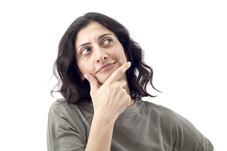 femme regarde en haut: Femme r�fl�chie regardant