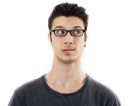 hombre pensando: Retrato del hombre de pensamiento joven
