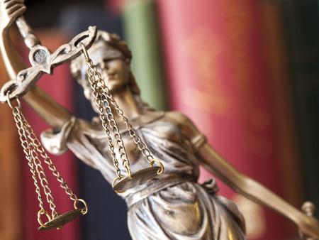 dama de la justicia: Estatua de la justicia
