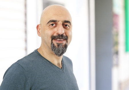 hombre calvo: Retrato de hombre una sonrisa