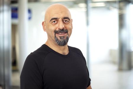 Retrato de hombre una sonrisa