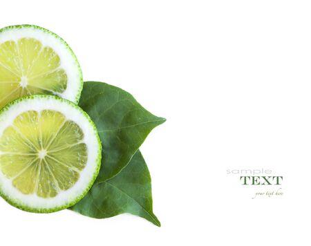lemon slices: Fresh lemon slices