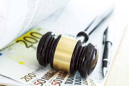 legal document: Mazo y euro Foto de archivo