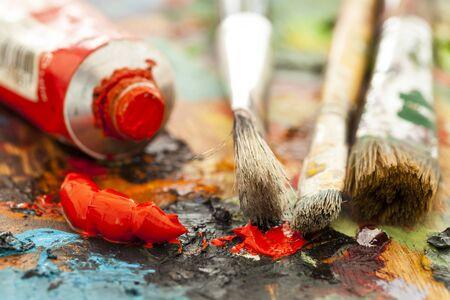 Peintures à l'huile et pinceaux
