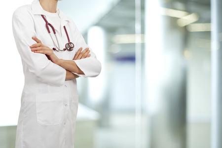 hospitales: Mujer del doctor en el hospital