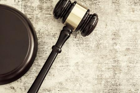 martillo juez: Mazo de madera Foto de archivo