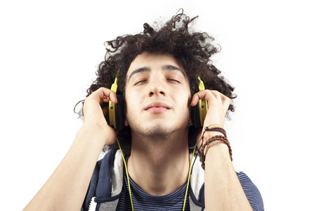 personas escuchando: Música que escucha