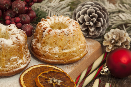 decorative objects: Christmas cakes and decorative objects