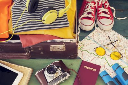Holiday suitcase 版權商用圖片 - 50028705