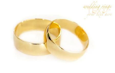 anillos boda: Anillos de boda en el fondo blanco