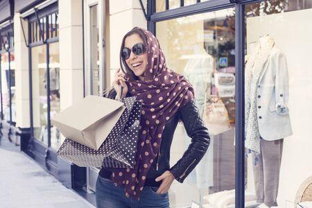 fashion winter: Young woman shopping