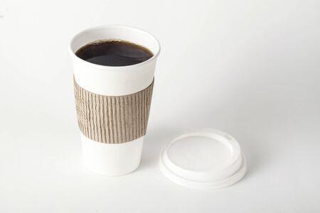 bicchiere di carta di caffè su sfondo bianco Archivio Fotografico