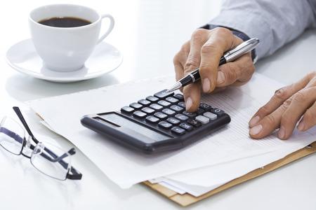 contabilidad: Hombre de negocios trabajan en la Oficina