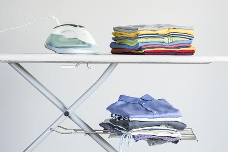 Planchar la ropa de tabla de planchar