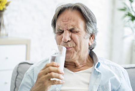 Old man with tooth sensitivity 스톡 콘텐츠