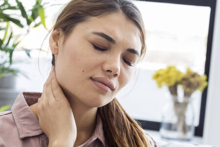 hernia: Young woman with neck pain