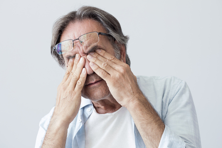 Old man with eye fatigue Stockfoto