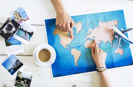 Concetto di pianificazione di viaggio sulla mappa
