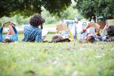Tieners vrienden vriendschap studenten concept