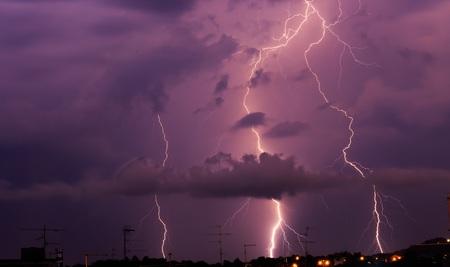 폭풍우 동안의 번개 스톡 콘텐츠
