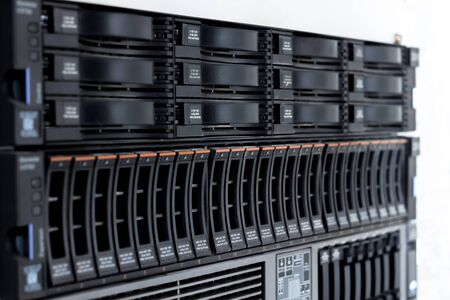 diskdrive: disk storage drives form factor 2.5-inch disk storage drive form factor of 3.5 inches in a single server rack