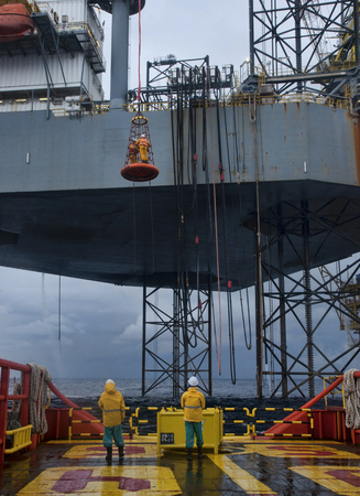 rigger: transfer crew from jack up rig to other platform