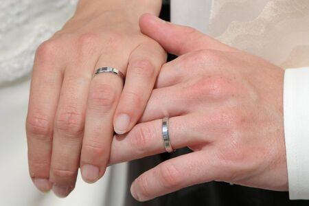 firmeza: manos de matrimonio  Foto de archivo
