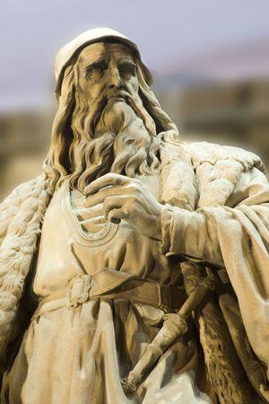 Leonardo da Vinci statue in Vienna - facade of museum of art