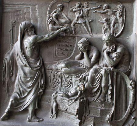 París - Madeleine iglesia - el alivio de la puerta - el pecado de David Foto de archivo